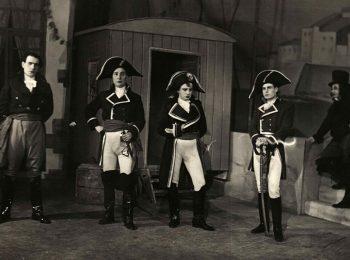 Ангел Сладкаров (вторият от ляво надясно) в ролята на Наполеон заедно с Коста Райнов, Иван Радев, Васил Бакърджиев в неуточнена пиеса