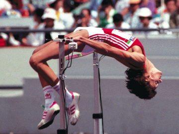 На 20 юли 1984 г. става първата българка, преодоляла 200 см в скока на височина.