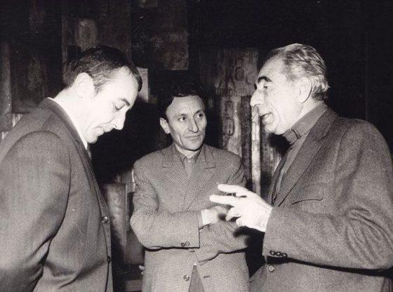 Дончо Цончев, Йордан Радичков и Тодор Генов (от ляво надясно) участват на писателска конференция, организирана от СБП през ноември 1971 г.