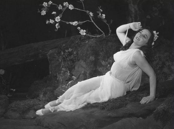 """Крехката и изящна Ирина Тасева е незабравима в """"Ромео и Жулиета"""" с изключителния Апостол Карамитев."""