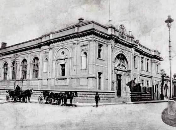 """Сградата на """"Славянска беседа"""" в София, където се изнасят първите оперни представления и концерти"""