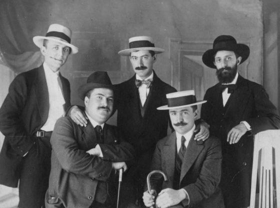 От ляво надясно 1-ви ред: Янаки Михайлов и Владимир Василев; 2-ри ред: Константин Константинов, Димитър Шишманов, Никола Балабанов