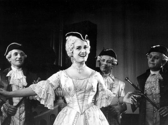 Катя Попова в ролята на Манон от едноименната опера на Жул Масне