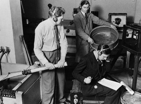 Запис на различни звукови ефекти за радиодрама.