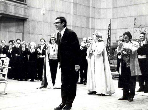"""Димитър Вълчев след премиерното изпълнение на сатиричната буфоопера """"Цар и водопроводчик"""" през 1971 г."""