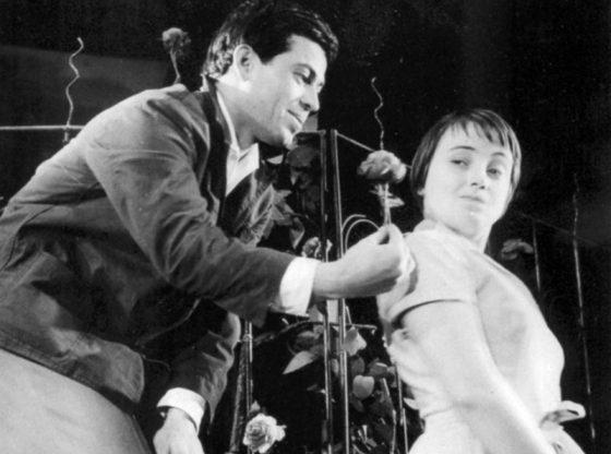 """В """"Когато розите танцуват"""" (1961) на режисьора Гриша Островски на сцената на Сатирата (Снимка: Сатиричен театър)"""