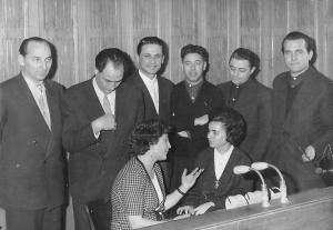 От ляво надясно:  Денчо Комбаков (втори), Славейко Славчев (трети), Димитър Горчаков (четвърти), Борислав Бояджиев (пети), Пенка Бенчева и Мария Янакиева (долу вдясно)