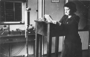 Ксения Дабнишка пред микрофона