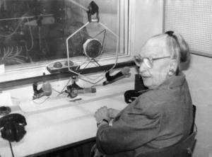 Лина Шопова-Паунова във Второ студио пред възстановения първи микрофон