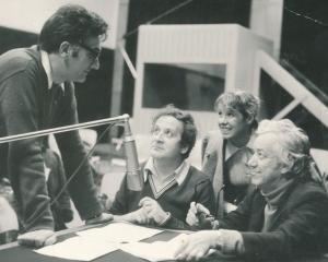 Кирил Каменов с актьорите (от ляво надясно) Николай Бинев, Лили Райнова, Асен Миланов