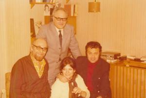 1-ви ред от ляво надясно: Атанас Бояджиев, Лина Бояджиева, Любен Пиперков; 2-ри ред: Иван Симеонов, 1973 г.