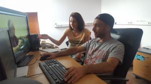 Анна Капитанова и Иво Тасев по време на видеомонтаж, 2018 г.