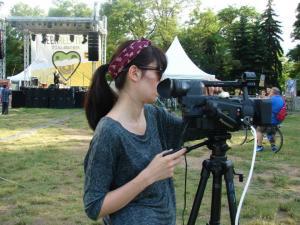 """Невена Антонова по време на стрийма на фестивала """"BeerRelation – консумирай отговорно!"""" в Южен парк, 2014 г."""