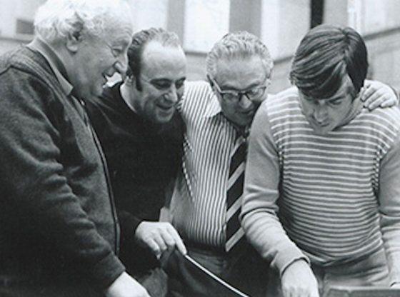 От ляво надясно: Панчо Владигеров, Александър Владигеров, тонрежисьорът Стефан Владков и пианистът Тео Мусев по време на репетиция в Първо студио на БНР