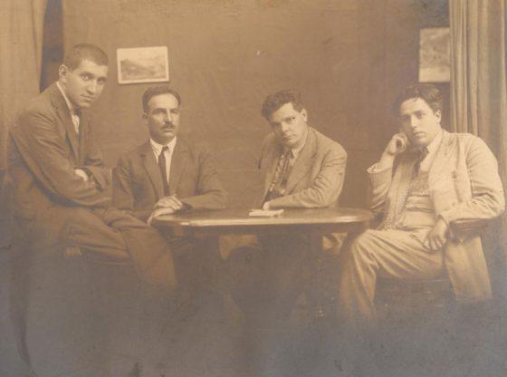 """Кръг """"Развигор"""": Тодор Боров, Елин Пелин, Александър Балабанов, Д. Б. Митов (от ляво надясно)"""