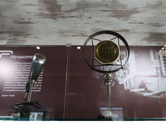В музейната експозиция на БНР се съхраняват ценни архивни записи и документи, някои от които са предоставени от различни дарители.
