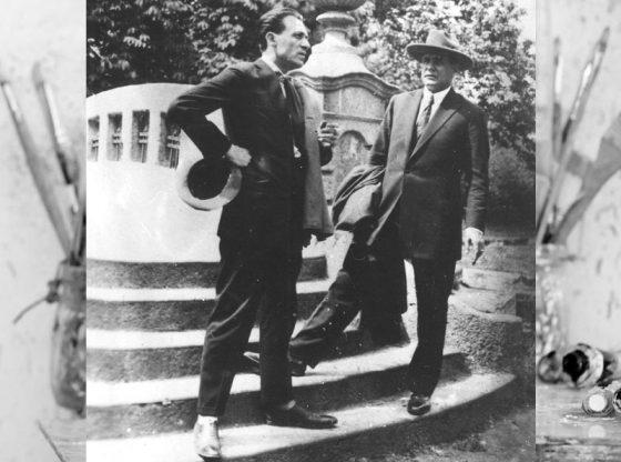 Дечко Узунов (вляво) и Сирак Скитник в София, Борисовата градина около 1943 г.