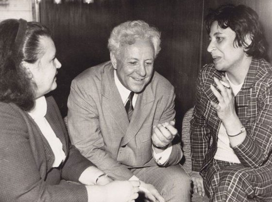 Цилия Лачева, Петър Славински и Румяна Узунова на писателска конференция в СБП, 1972 година.