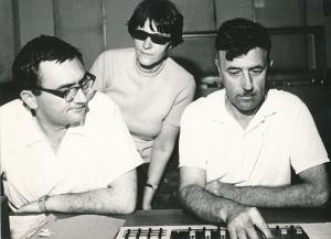 от ляво надясно: Кирил Каменов с шумовика Димка Жечева и звукорежисьора Иван Хаджийски