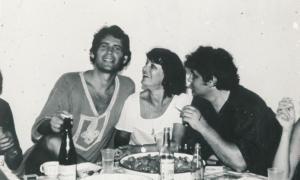 От ляво надясно: Стефан Данаилов, Лина Бояджиева и Боян Иванов в Мичурин (дн. Царево) през 1978 г.
