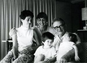 С бащата на Че Гевера в Хавана и втората му съпруга и общите им деца, 1974 г.